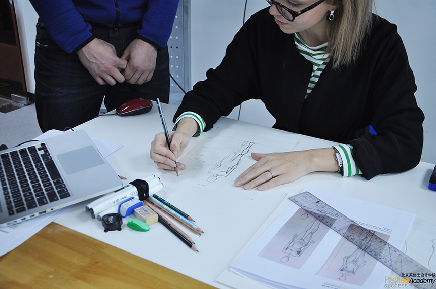 "Conquer the ""Drawing Challenge"" in Fashion Design Open House"